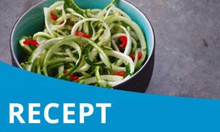 Frisse courgette/komkommer salade met pit